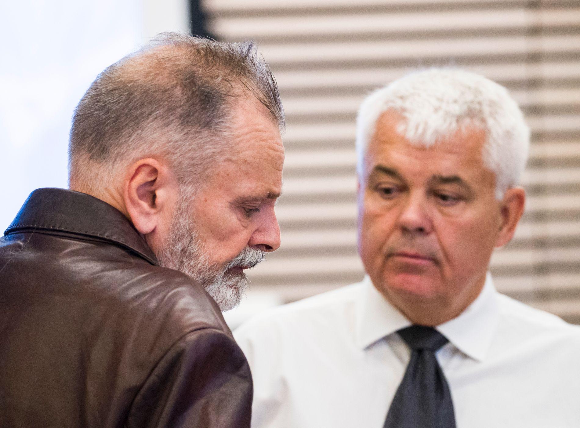 TILTALT: Eirik Jensen sammen med forsvarer Thomas Randby på første dag av rettssaken i Borgarting lagmannsrett.