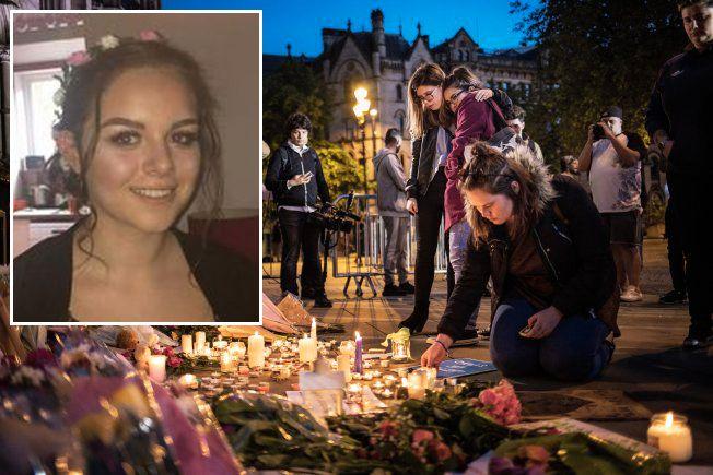MINNES OFRENE: Mange la tirsdag kveld ned blomster og tente lys under minnestunden i Manchester, hvor Olivia (15) var ett av ofrene.