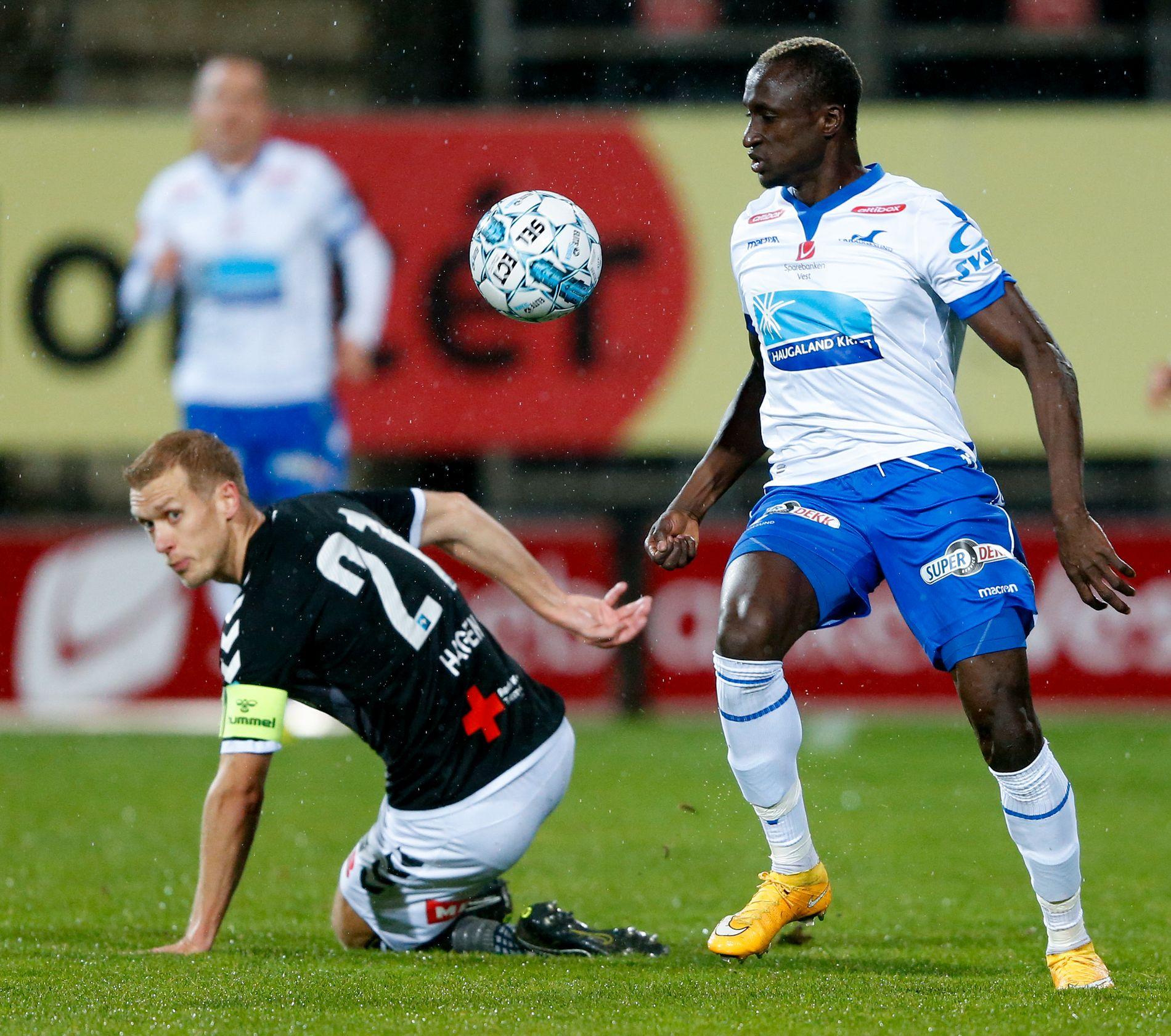 NØKKELMANN FOR FKH: Ibrahima Wadji (t.h.) var banens beste, og scoret, da FK Haugesund slo Odd i oktober.