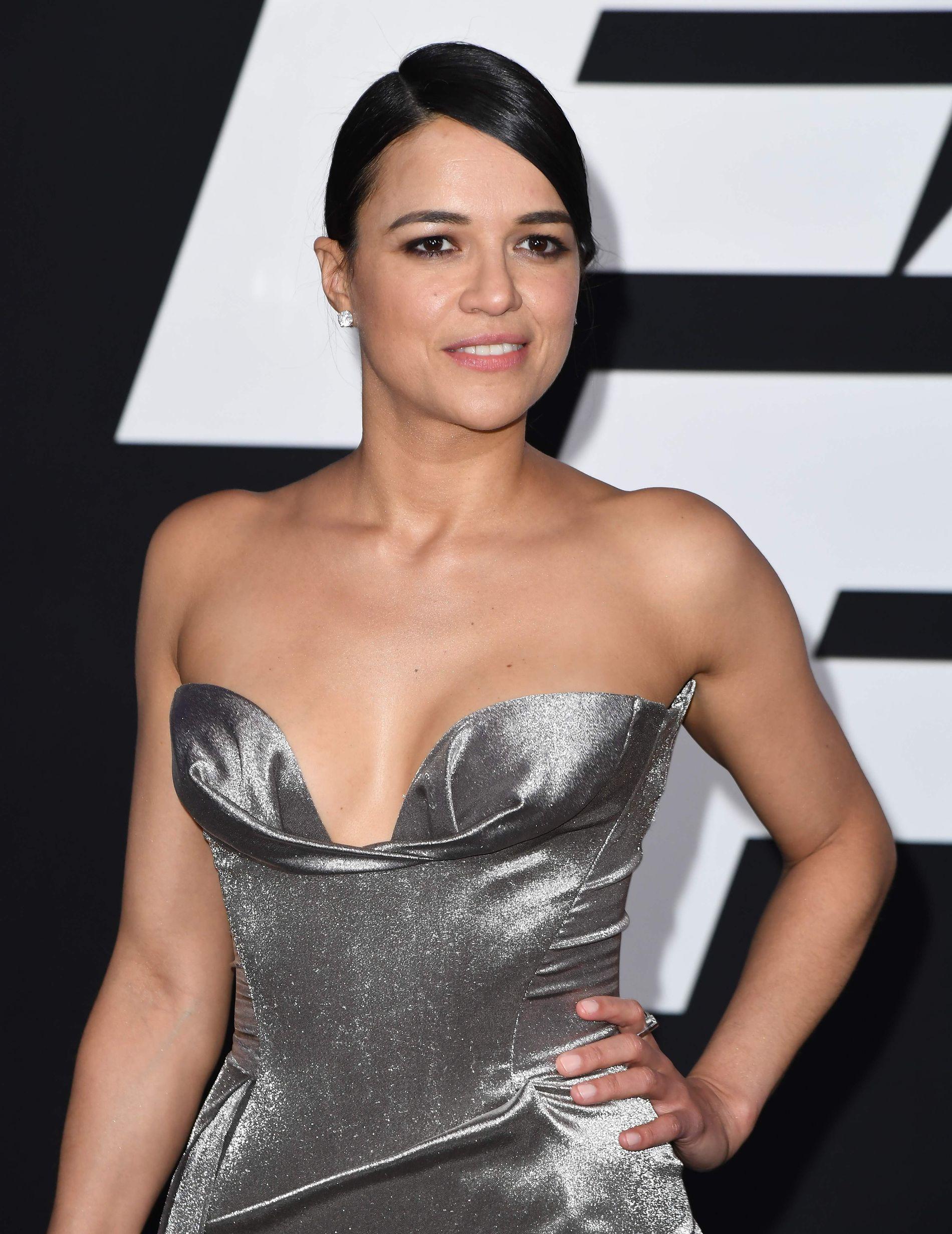 FESTFIN: Michelle Rodriguez på «F8»-premiere i New York i april i år.