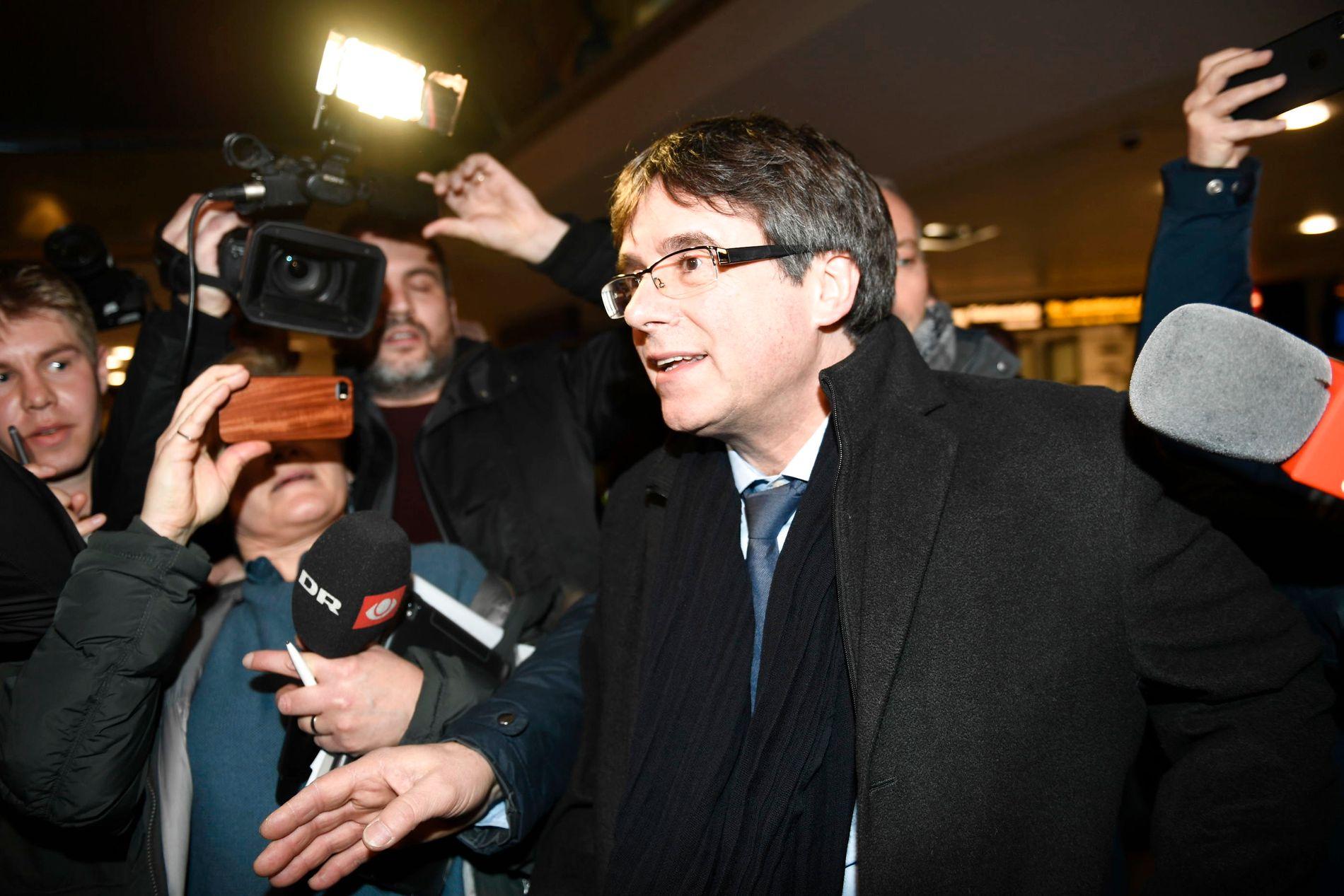 Den katalanske separatistlederen Carles Puigdemont sier han har gitt opp drømmen om å bli president i et selvstendig Catalonia.