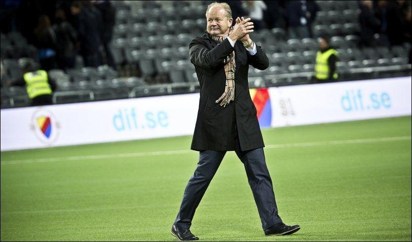 NORSK SUKSESS I SVERIGE: Per-Mathias Høgmo har lykkes som trener i svenske Djurgården. Han har fått laget opp fra bunnen til midten av tabellen i Allsvenskan. I går ble det poengdeling mot AIK. Foto: MAGNUS SANDBEERG