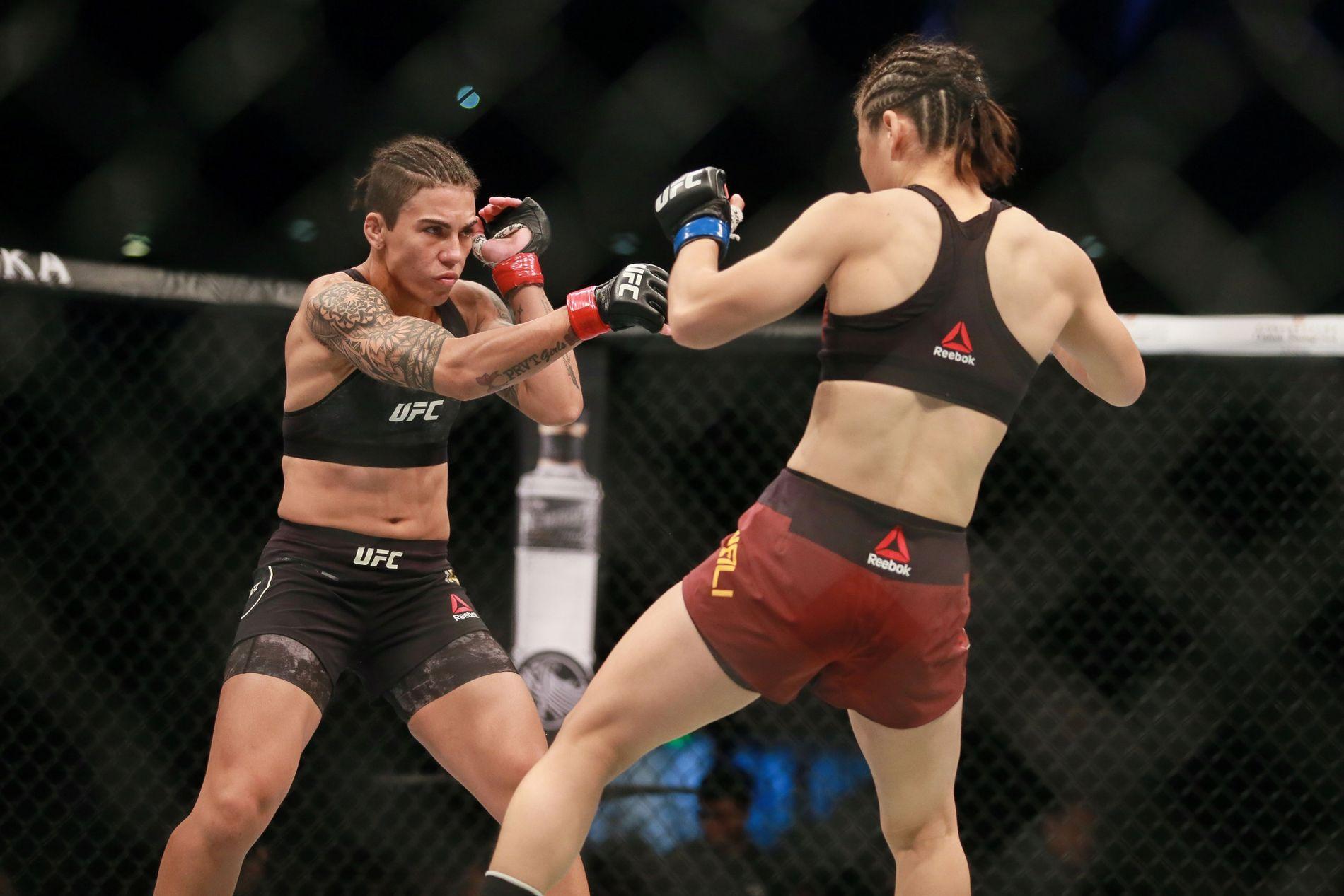 TAPTE BELTET: Jessica Andrade (t.v.) reiste til Kina som mester i stråvekt. Weili Zhang tok tittelen fra henne på brutalt vist.