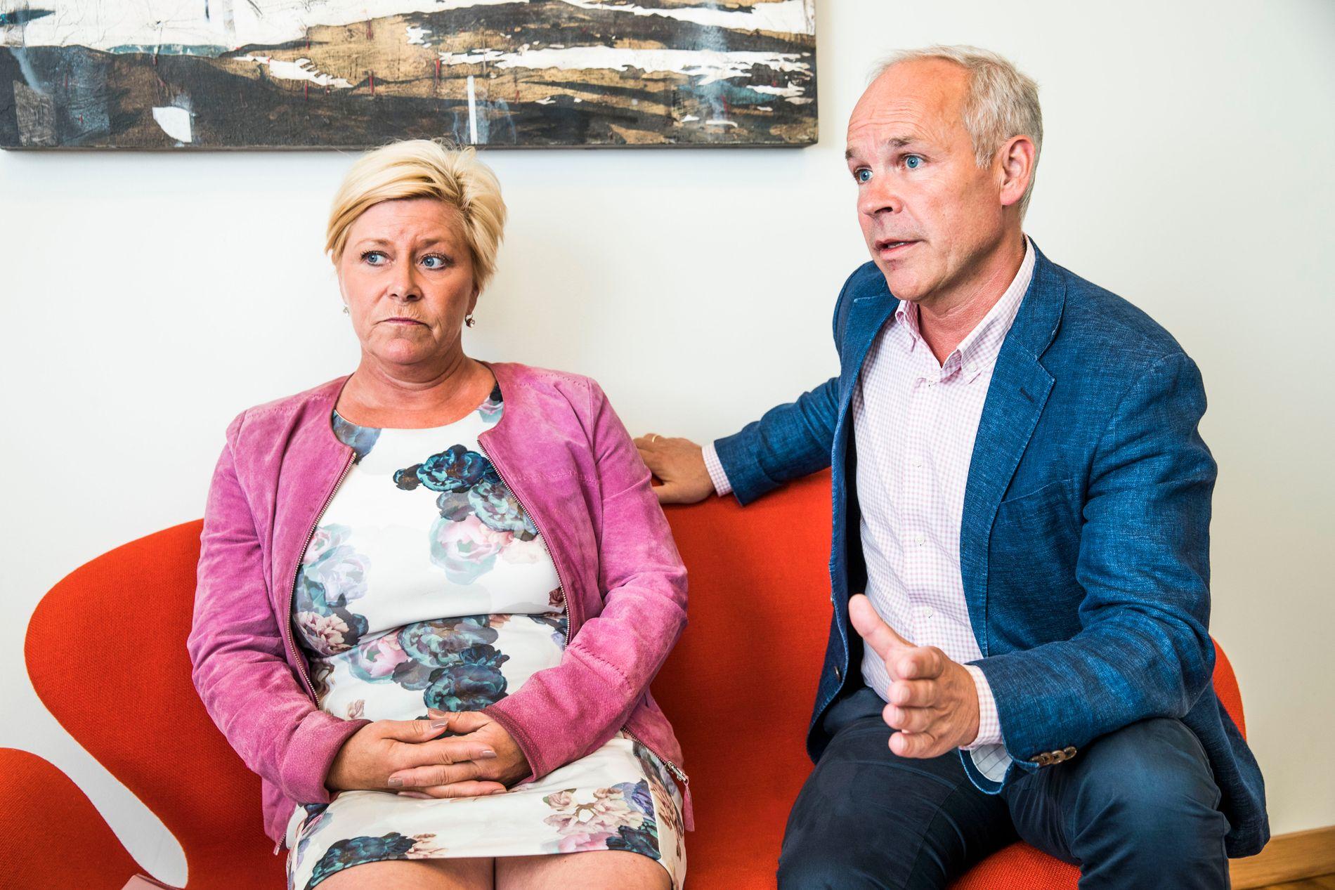 STRAMMER INN. Finansminister Siv Jensen og kunnskap- og integreringsminister Jan Tore Sanner vil skrote kravet om et bestemt antall timer norskopplæring, og heller innføre krav om å kunne norsk godt nok.