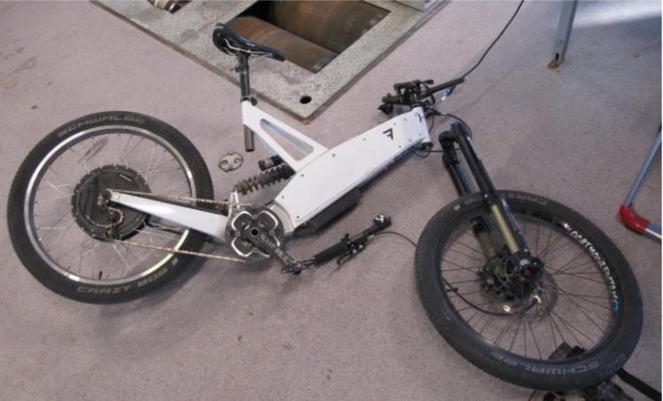 RACER-ELSYKKEL: Denne elsykkelen hadde en motor som ga 7,5 hestekrefter – 20 ganger så mye som en godkjent elsykkel.