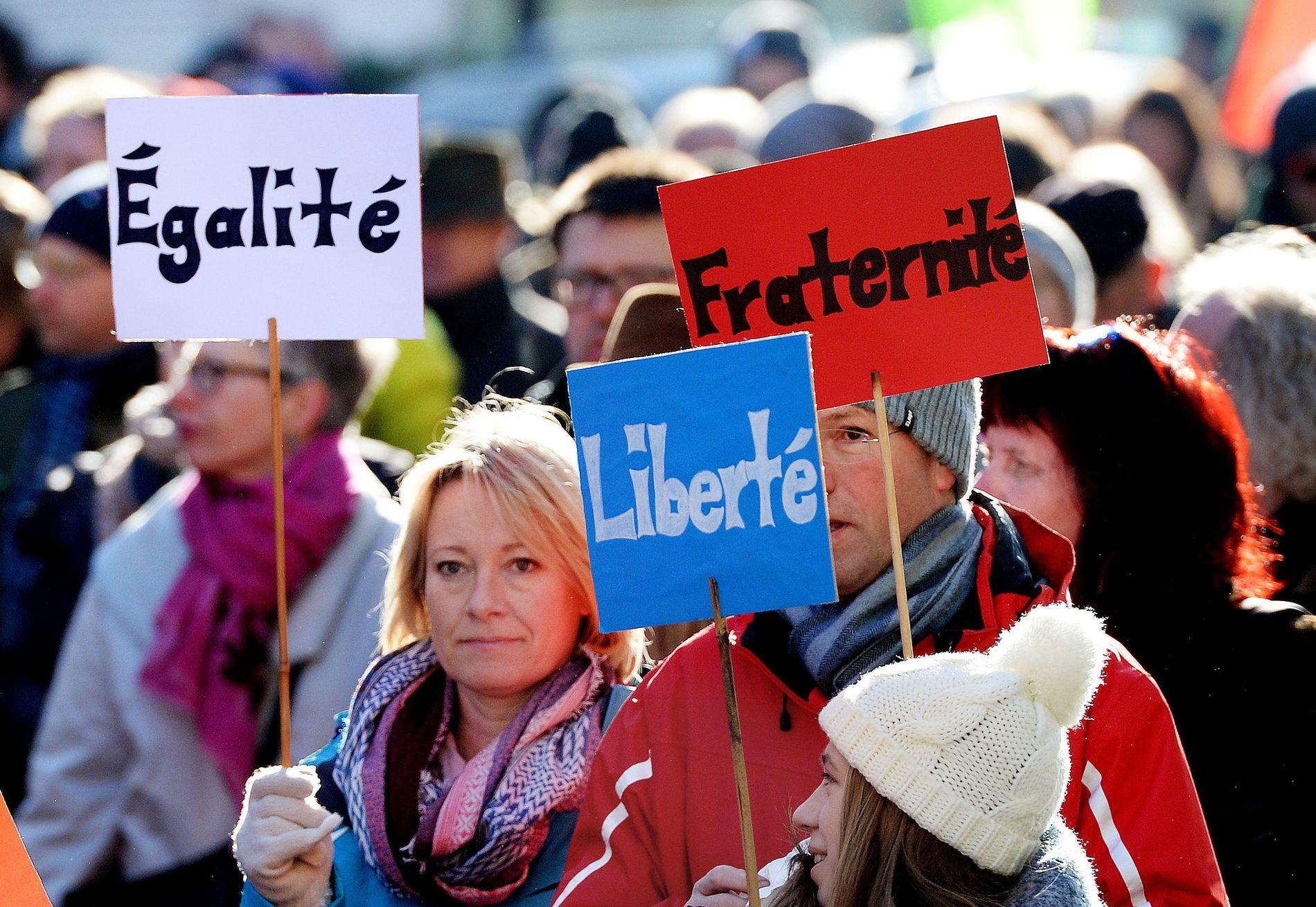 MOT: Demonstranter protesterte da de høyrepopulistiske lederne i Europa samlet seg til møte tidligere i år.