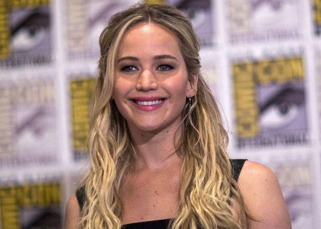 STYRTRIK: Jennifer Lawrence kan le hele veien til banken. Her i forbindelse med lanseringen av «The Hunger Games: Mockingjay - Part 2», i juli.