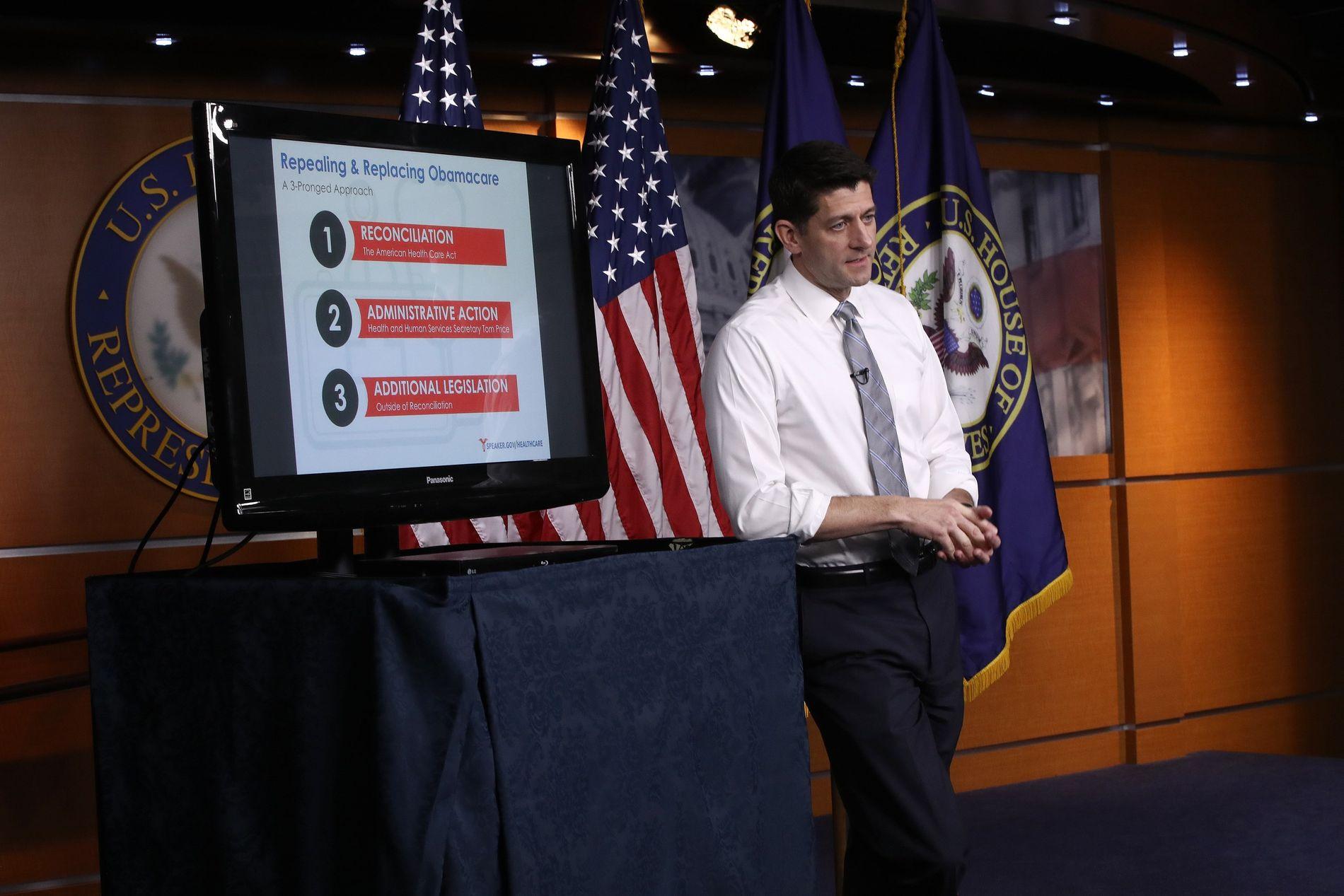 ERSTATTER OBAMACARE: Leder for republikanerne i Representantenes hus, Paul Ryan, forklarer republikanernes plan for å erstatte Obamacare. Nå kan det se ut som mange amerikanere får det vanskelig med den nye planen.