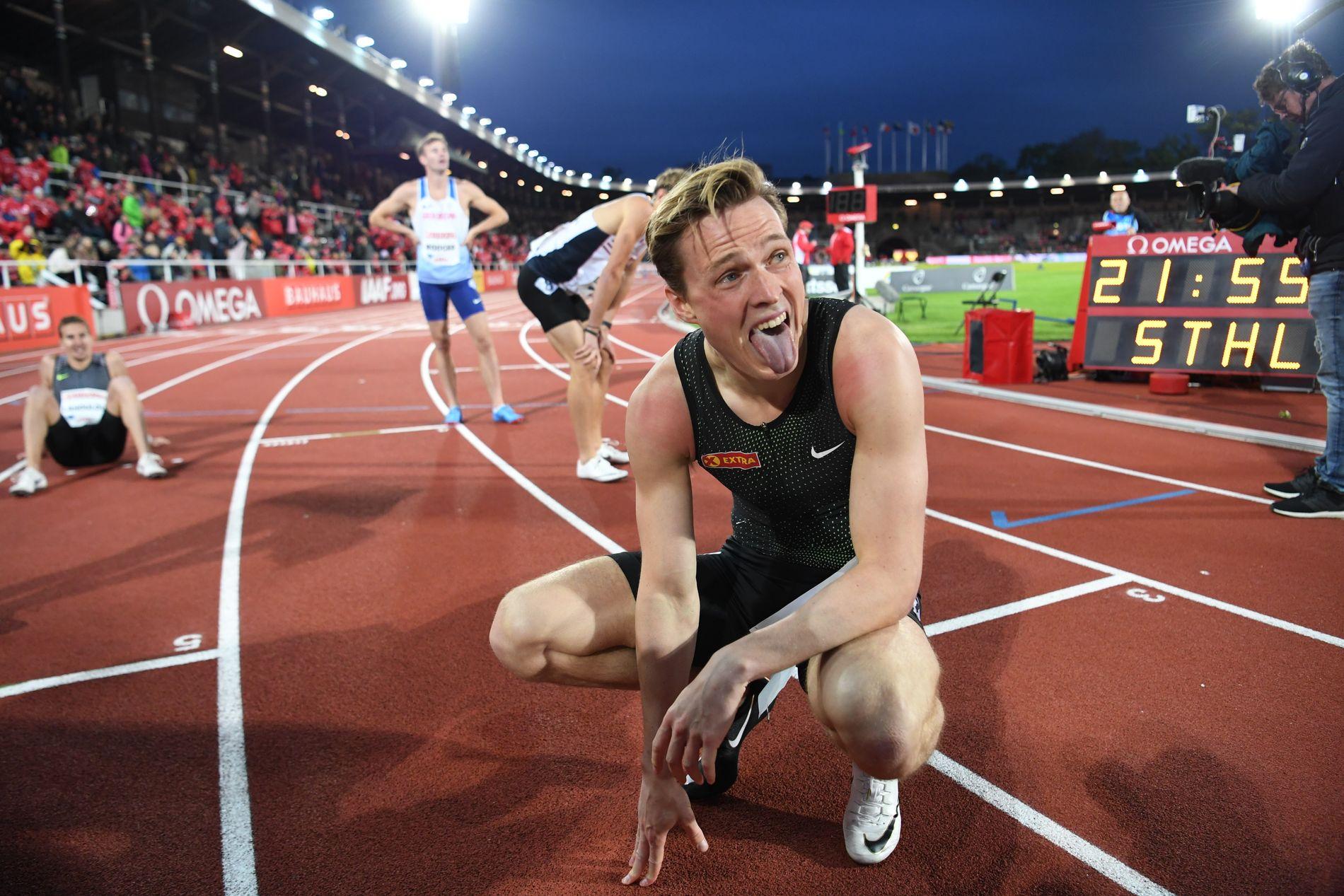 ENER OVER HEKKENE: Karsten Warholm etter løpet i Stockholm tidligere i sommer. Nå venter 400 meter uten hekker til helgen.
