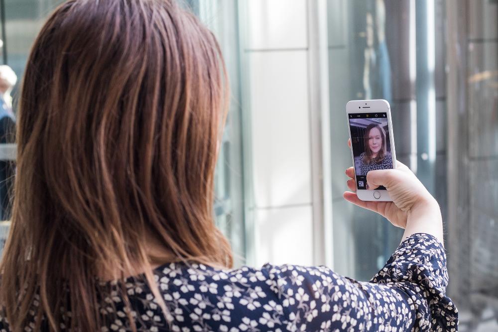 KNIPS I VEI: Snart kan du godkjenne betalingen din ved å ta et bilde av deg selv.