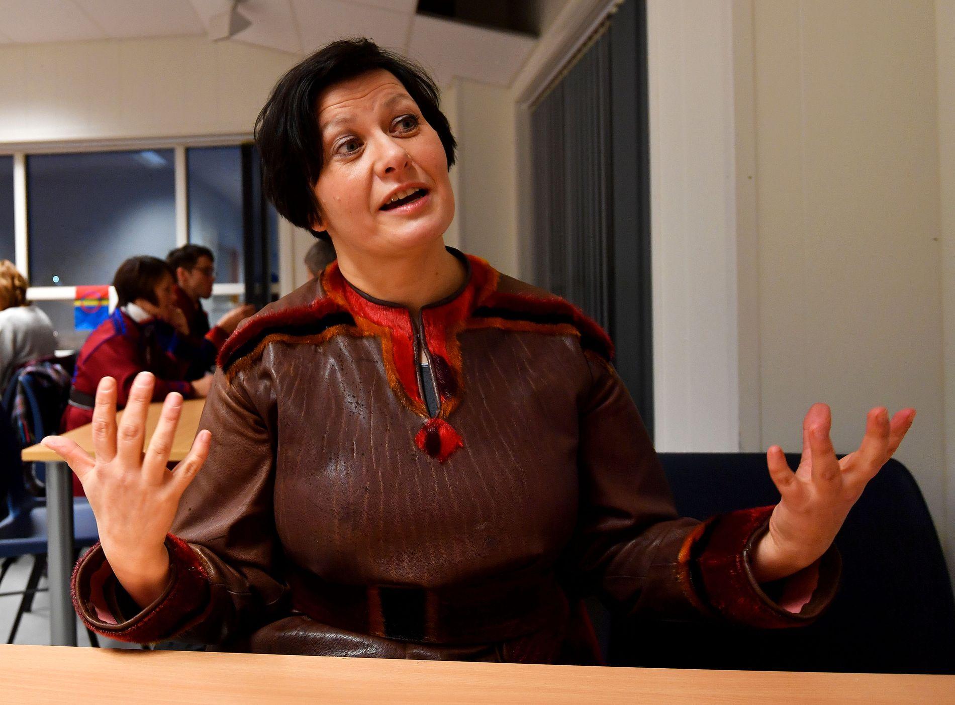 FRYKTER Å BLI SLUKT: Helga Pedersen var tidligere nestleder i Arbeiderpartiet. Nå er hun nyvalgt leder i Tana Ap. Bildet er fra feiringen av samenes nasjonaldag i Tana nylig.