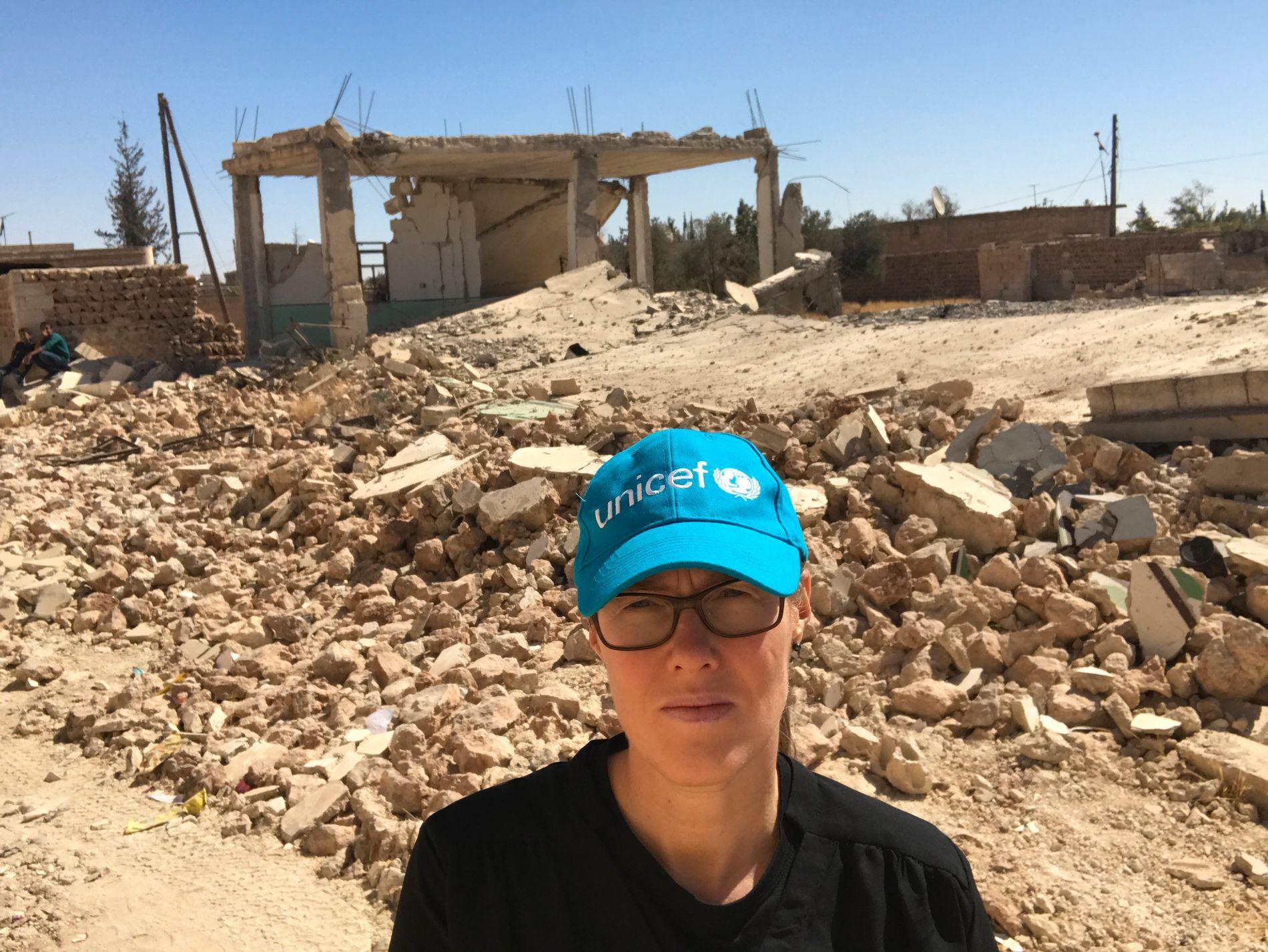 UNICEF-SJEF: Camilla Viken er generalsekretær i UNICEF. Her under et feltbesøk til Deir Hafer i Syria i 2017.