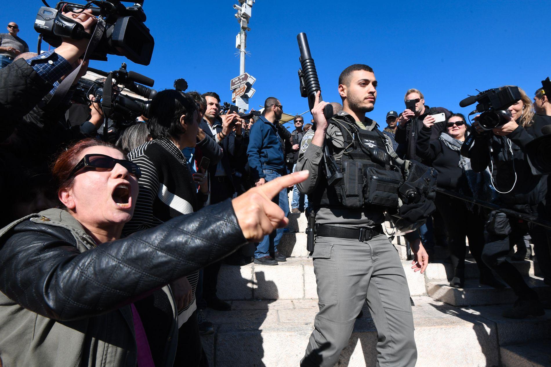 OPPRØR: Rasende palestinere reagerer på Trumps anerkjennelse av Jerusalem som Israels hovedstad.