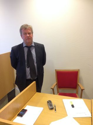FORSVARER: Advokat Jørund Lægland representerer de fire latviske flyansatte.