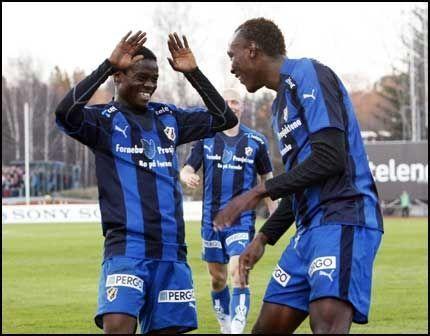 FØLGER TCHOYI: Somen A Tchoyi ble klar for østerriske fotball for kort tid siden. Nå forsvinner også Anthony Annan (venstre). Foto: Scanpix