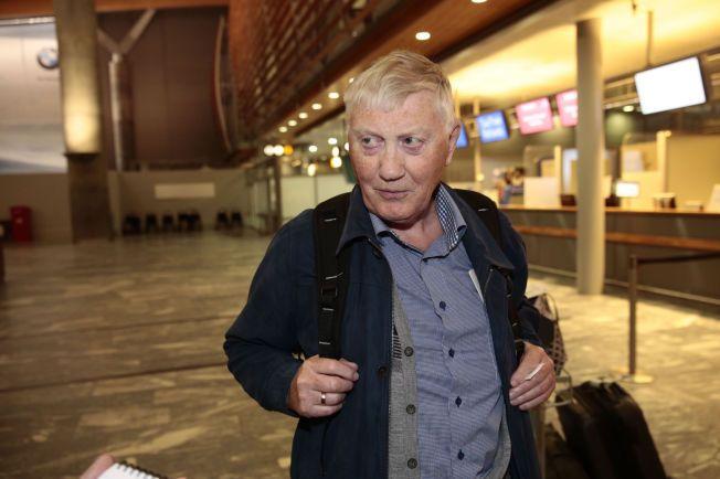 – SÅNN ER DET: Leif Singstad skulle vært i Trondheim, men mandag kveld var han fast på Gardermoen. – Vi liker jo ikke å bli rammet av det her, men sånn er spillereglene, sier pensjonisten.
