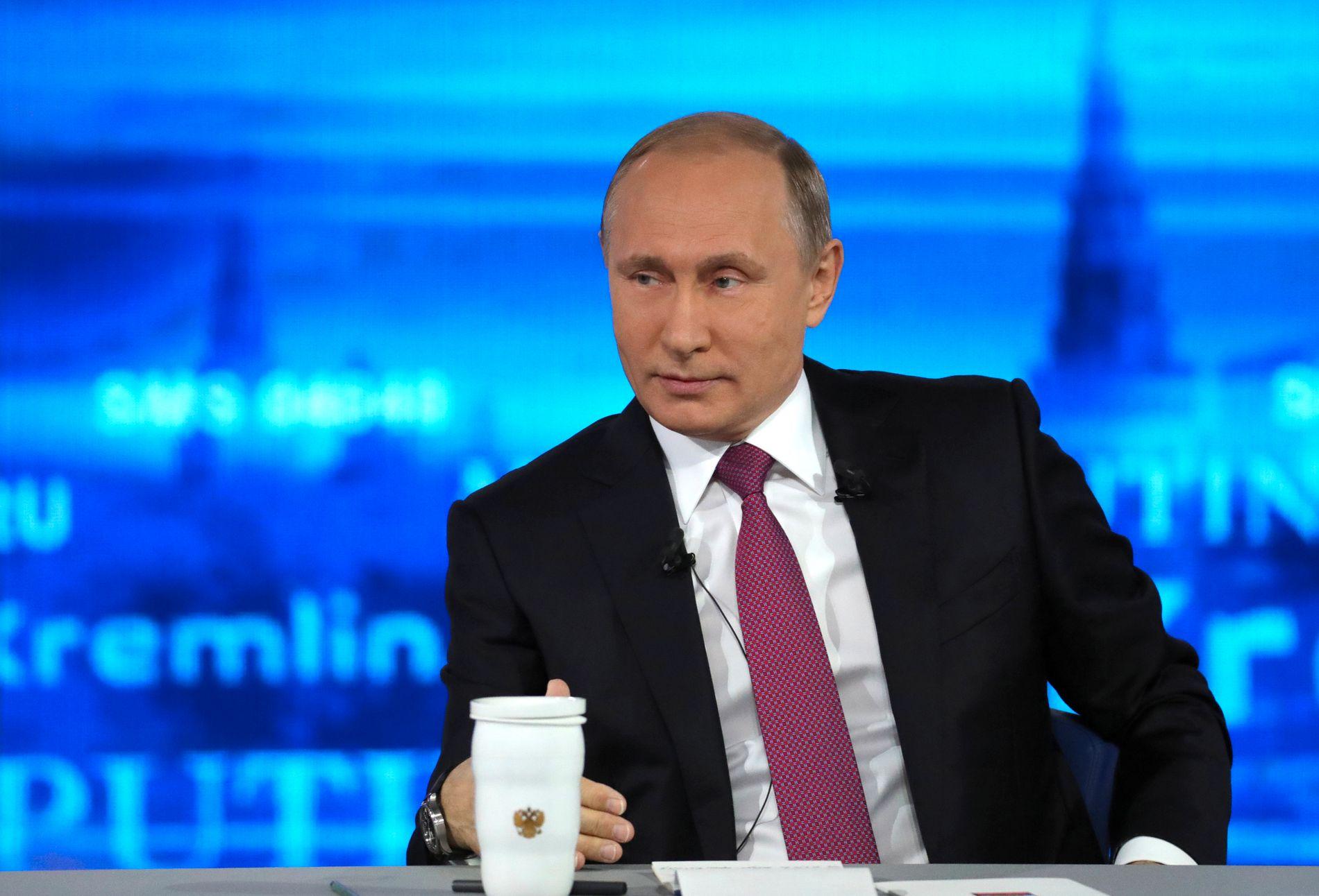 PLANLAGT: Ifølge NUPI-forsker Helge Blakkisrud er det storstilte showet med Putin i fokus nøye planlagt. Han forteller at spørsmålene er avtalt på forhånd. Her er Putin under årets innringingsseanse.