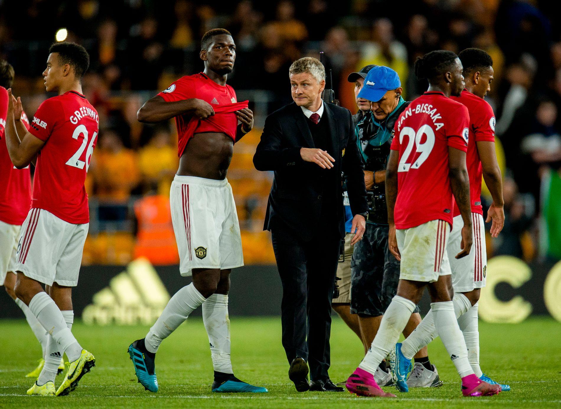GIKK GALT: Paul Pogba bommet på straffe mot Wolverhampton. Det kostet trolig to poeng for Ole Gunnar Solskjær.