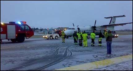 NØDLANDET: Widereøe-flyet måtte nødlande på Torp etter at det hadde oppstått røyk i cockpiten. Foto: VG Nett-tipser