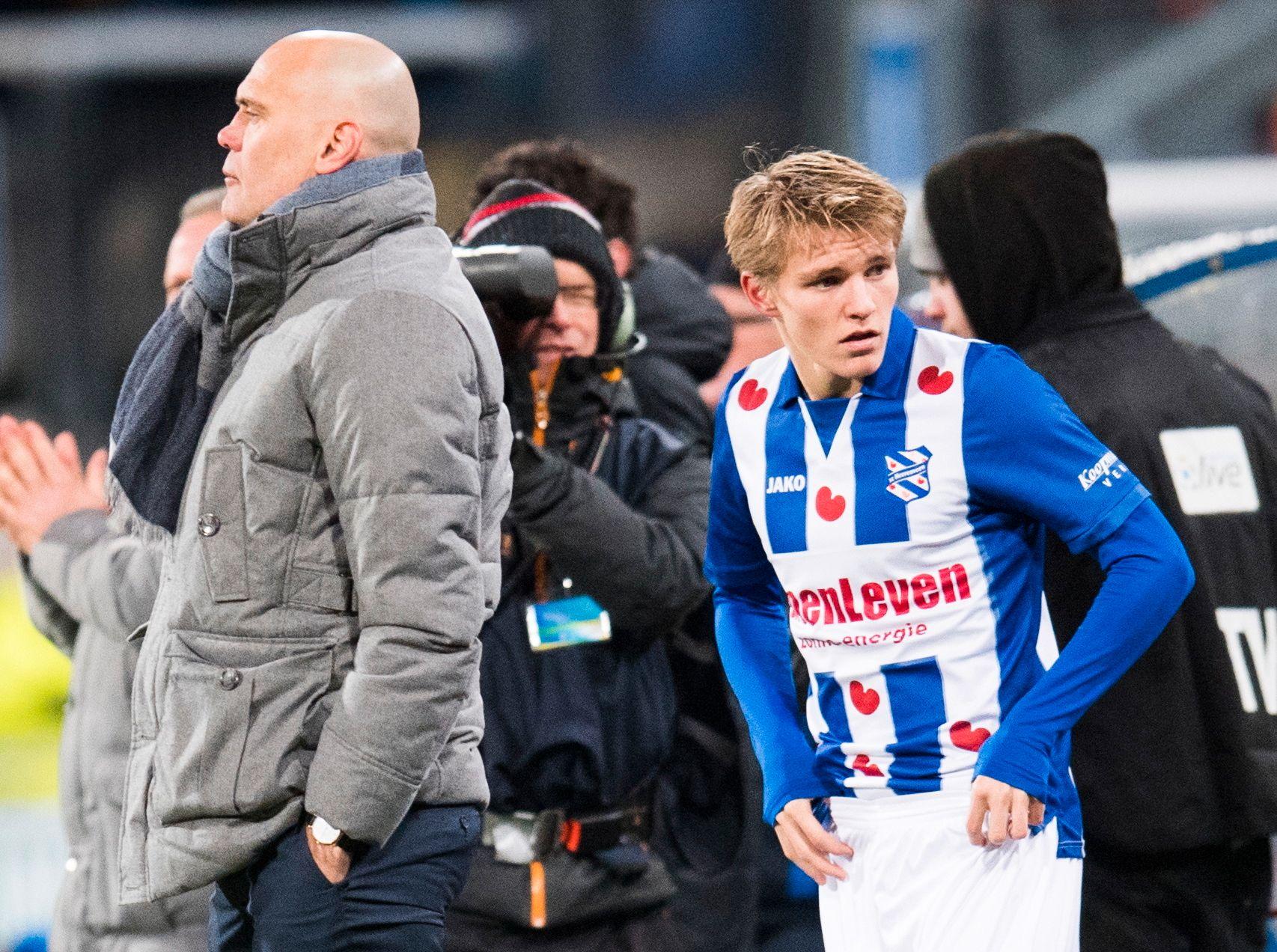 ØDEGAARD-SJEFEN: Jurgen Streppel mener det bare er et tidsspørsmål før Martin Ødegaard er inne på A-landslaget. Dette bildet er fra møtet med Ado den Haag i april. Foto: NTB SCANPIX