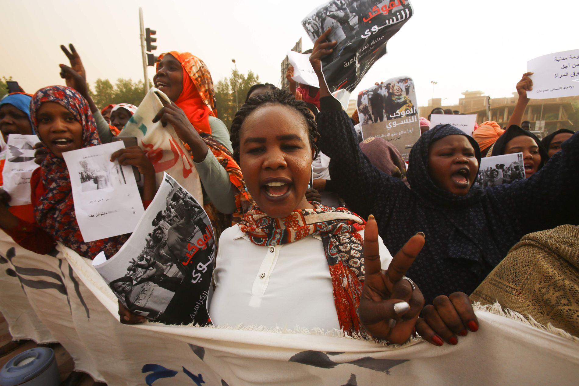 FREDELIG: Protestene i Sudan har i stor grad vært fredelige. Bildet er tatt i mars.