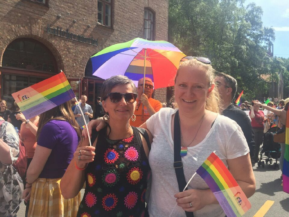 Unni Erlandsen (49) og Juliane Derry (38) synes det er ekstra viktig å gå i årets Pride-parade i Oslo.