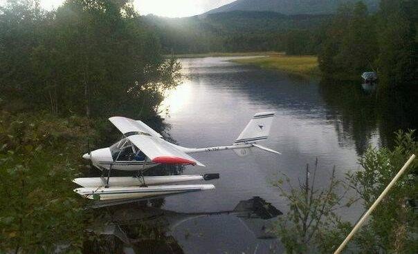 STYRTET: Mikroflyet som var savnet ble funnet like før klokken 01.00 natt til onsdag. To personer omkom i ulykken. Bildet er fra en tidligere anledning.Foto: HRS