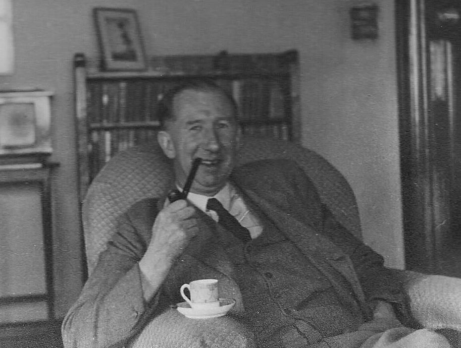 KLASSIKER I NY DRAKT: Nevil Shute (f. 1899 – 1960) er en britisk forfatter som ble kjent for romanen «En by som Alice» som kom ut i en rekke land, også Norge, etter andre verdenskrig. Nå har Aschehoug valgt å gi den ut på nytt i ny oversettelse.