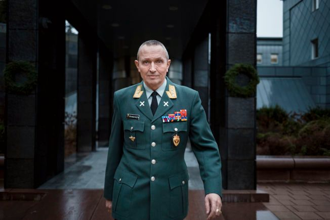 PÅ JOBB: Generalløyntant og sjef for Etterretningstjenesten Kjell Grandhagen (61) utenfor etterretningstjenestens lokaler ved Lutvann.