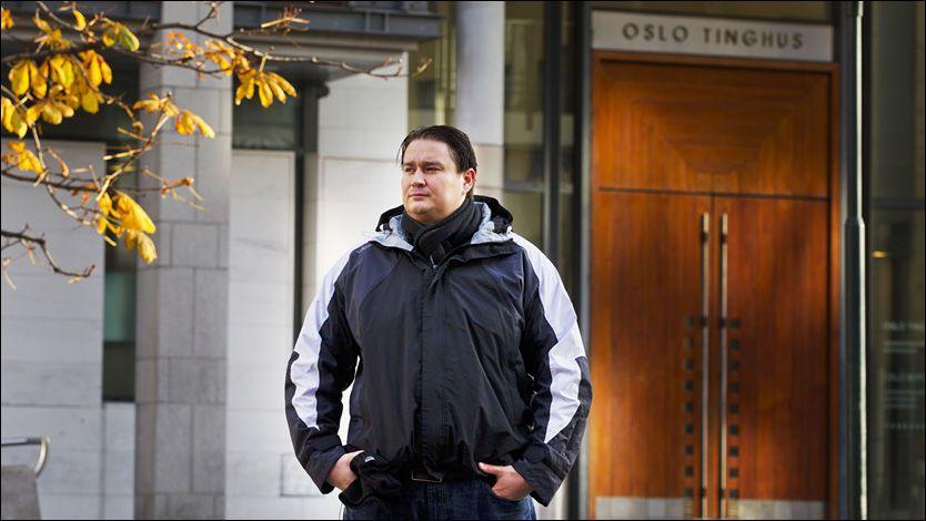 ADVARER: Mikael Ali (32) var et fryktet gjengmedlem i Young Guns gjennom åtte år. Nå advarer han andre mot å tro på raske penger og et liv i luksus. Han vil bruke tiden fremover på å hjelpe andre ut av gjengene. Foto: FRODE HANSEN / VG