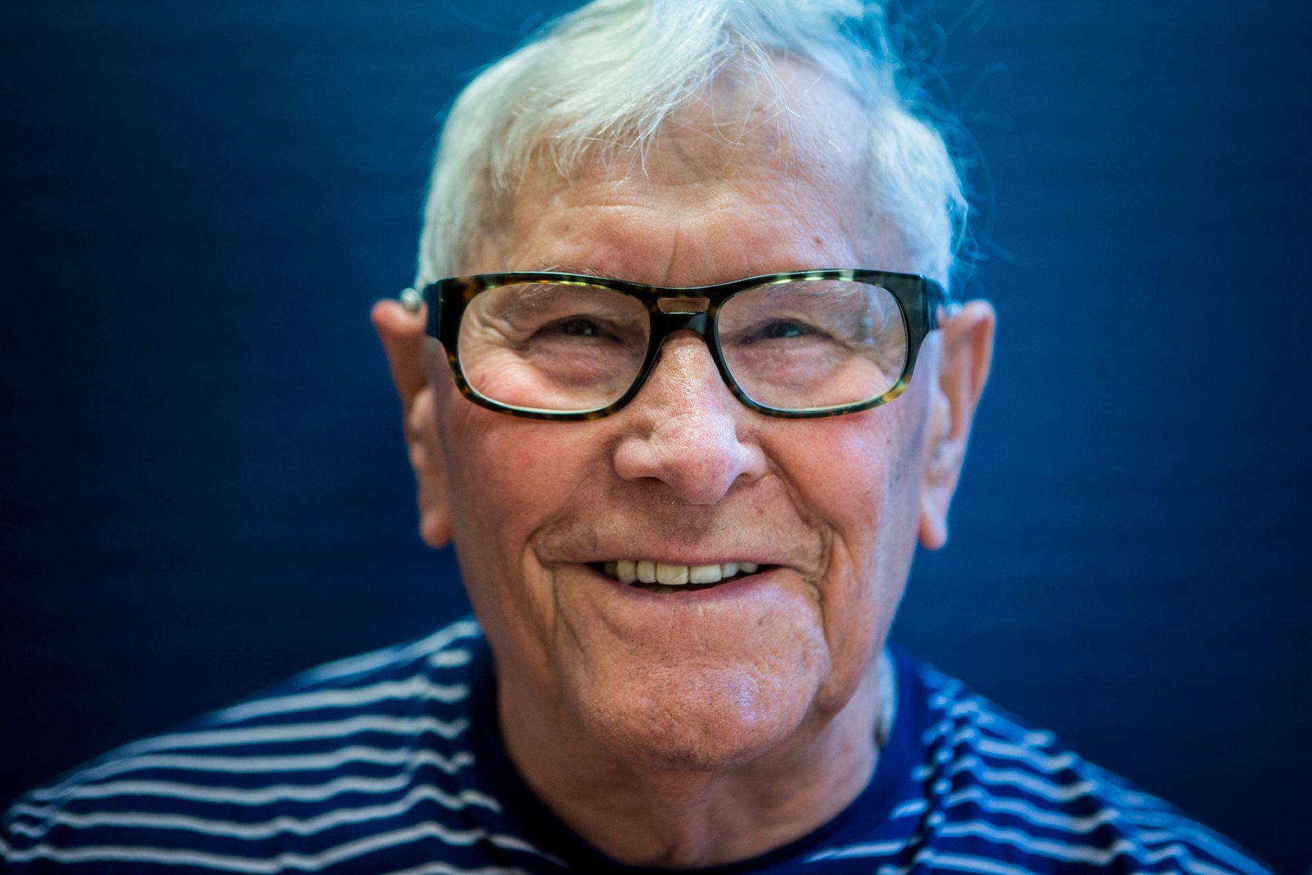 – DET KOSTER Å VÆRE LYKKELIG: 83 år gamle Helge Svedal er, etter 20 år med ulike operasjoner og sykdommer, innstilt på å være like blid.