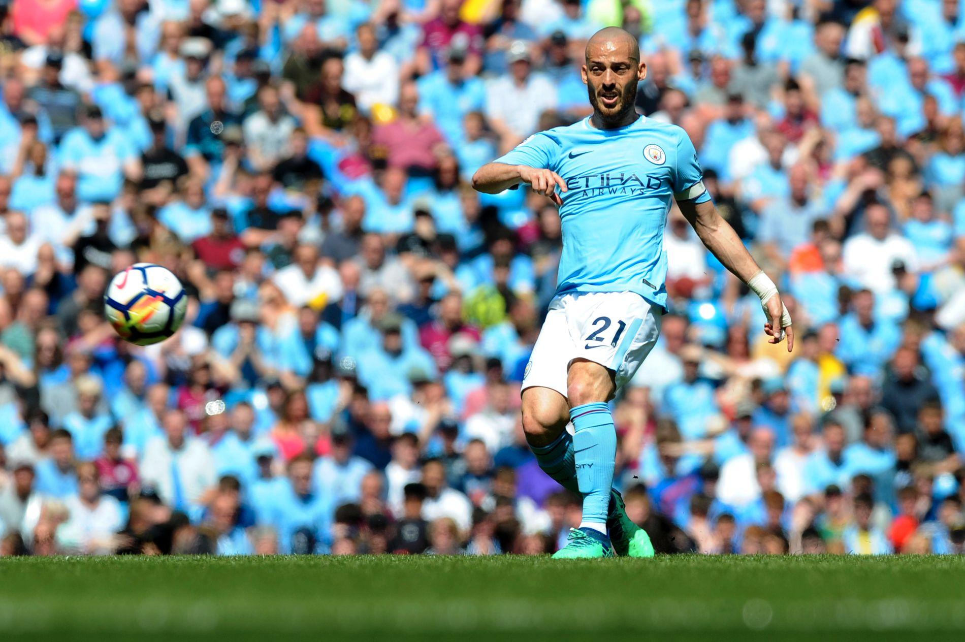 TØFF KAMP: Manchester Citys David Silva kan endelig være hjemme sammen med sin sønn.