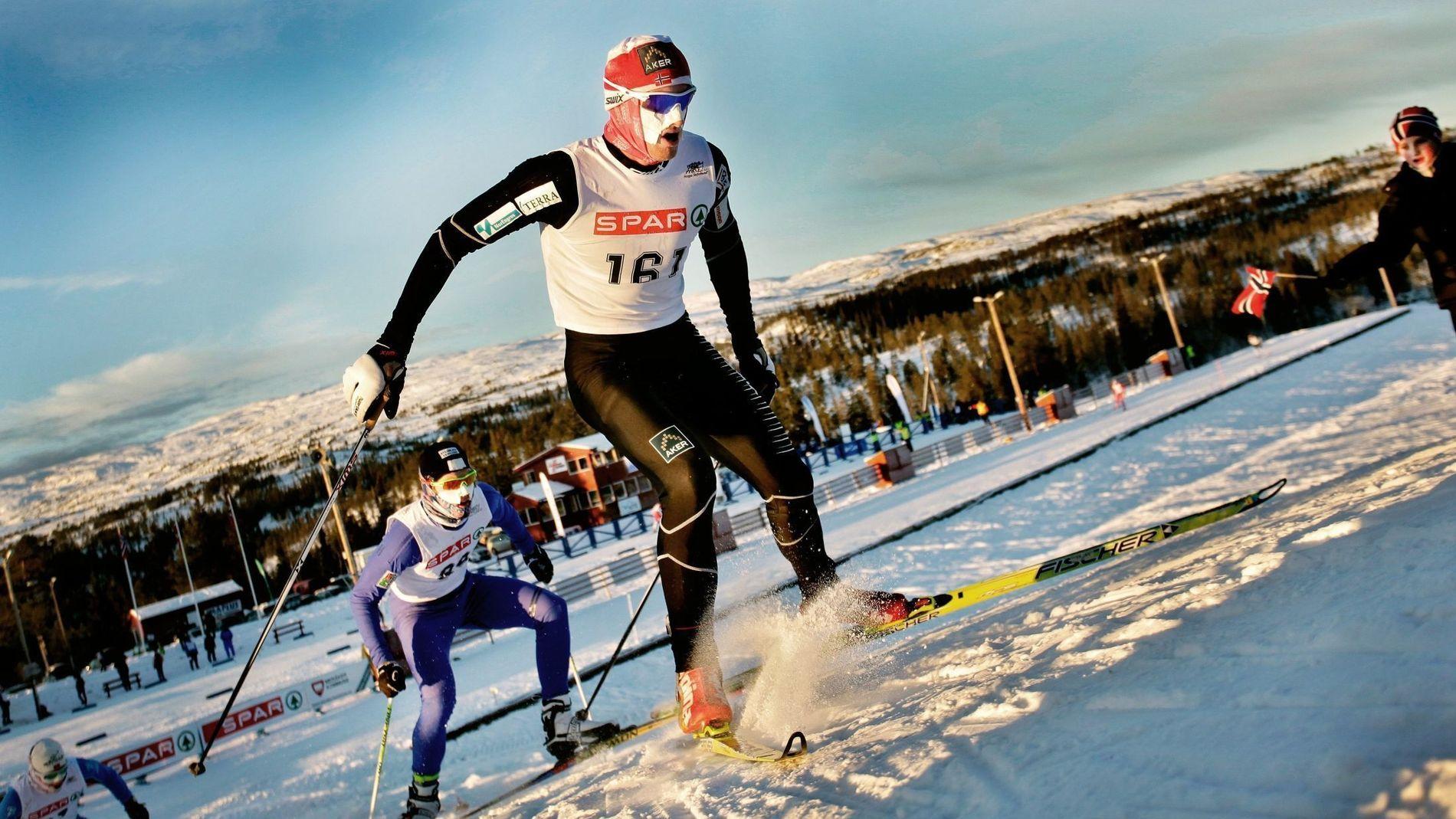 TRØNDERNE LEDER AN: Petter Northug, en av mange norske vinter-OL-utøvere fra Trøndelag, leder an i Norgescupen i langrenn i Meråker, Trøndelag i 2010.