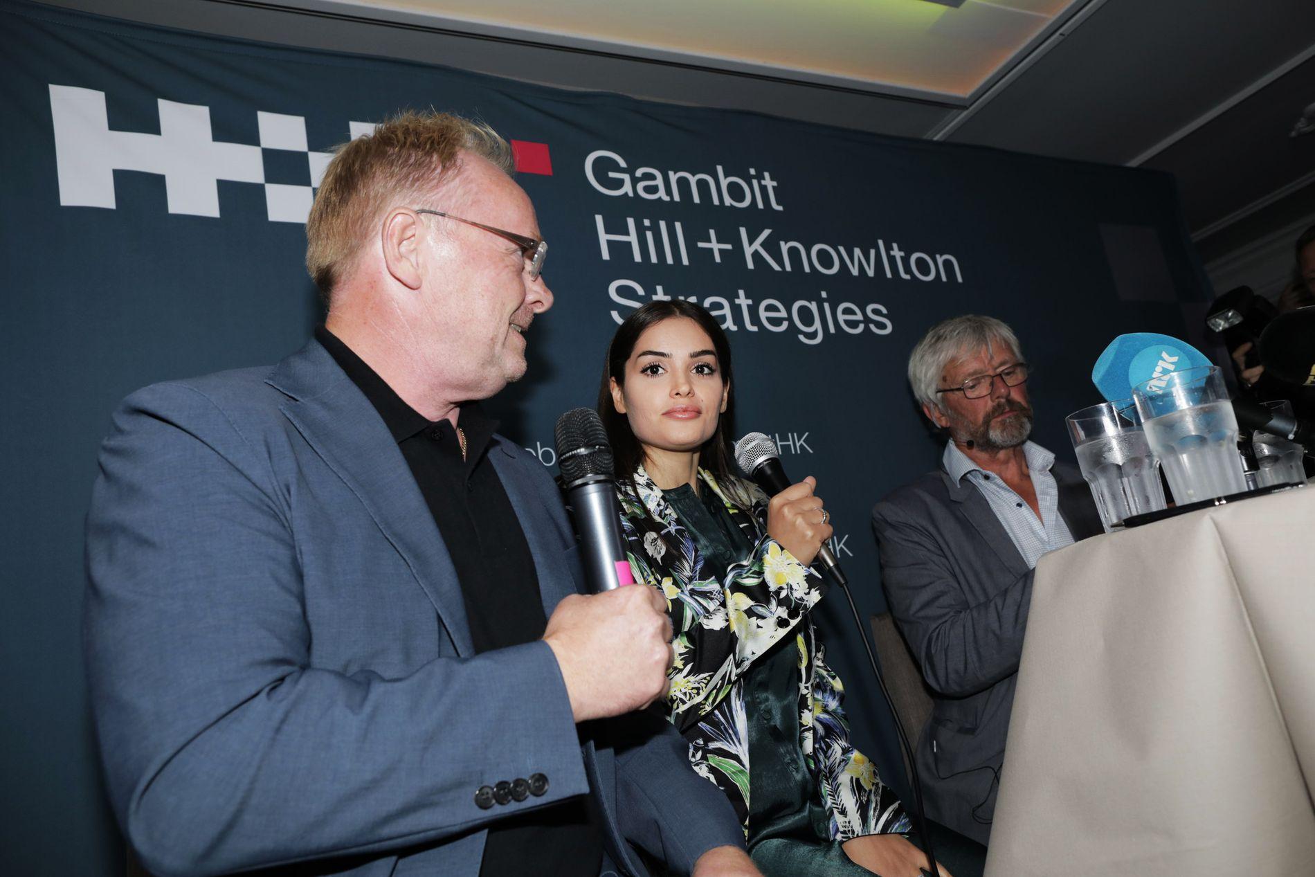 LANGET UT: Eks-minister Per Sandberg og kjæresten Bahareh Letnes i Arendal tirsdag kveld.