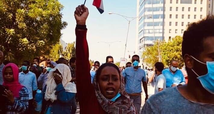 LANG PROSESS: Samahir ElMubark fotografert kort tid etter at demontrasjonene i Sudan startet i desember i fjor.
