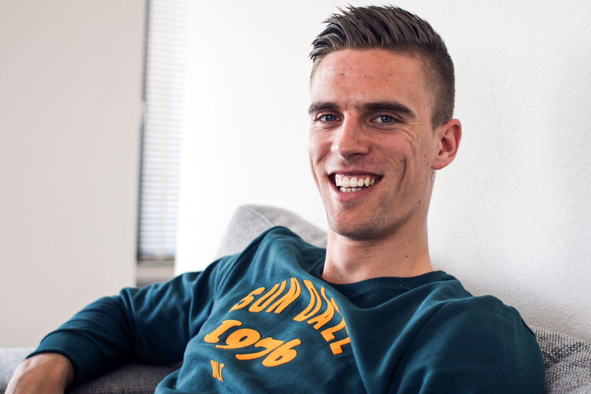 SOFAKROKEN: Markus Henriksen hjemme i Alkmaar. Nå kan Torino bli hans neste bopel.