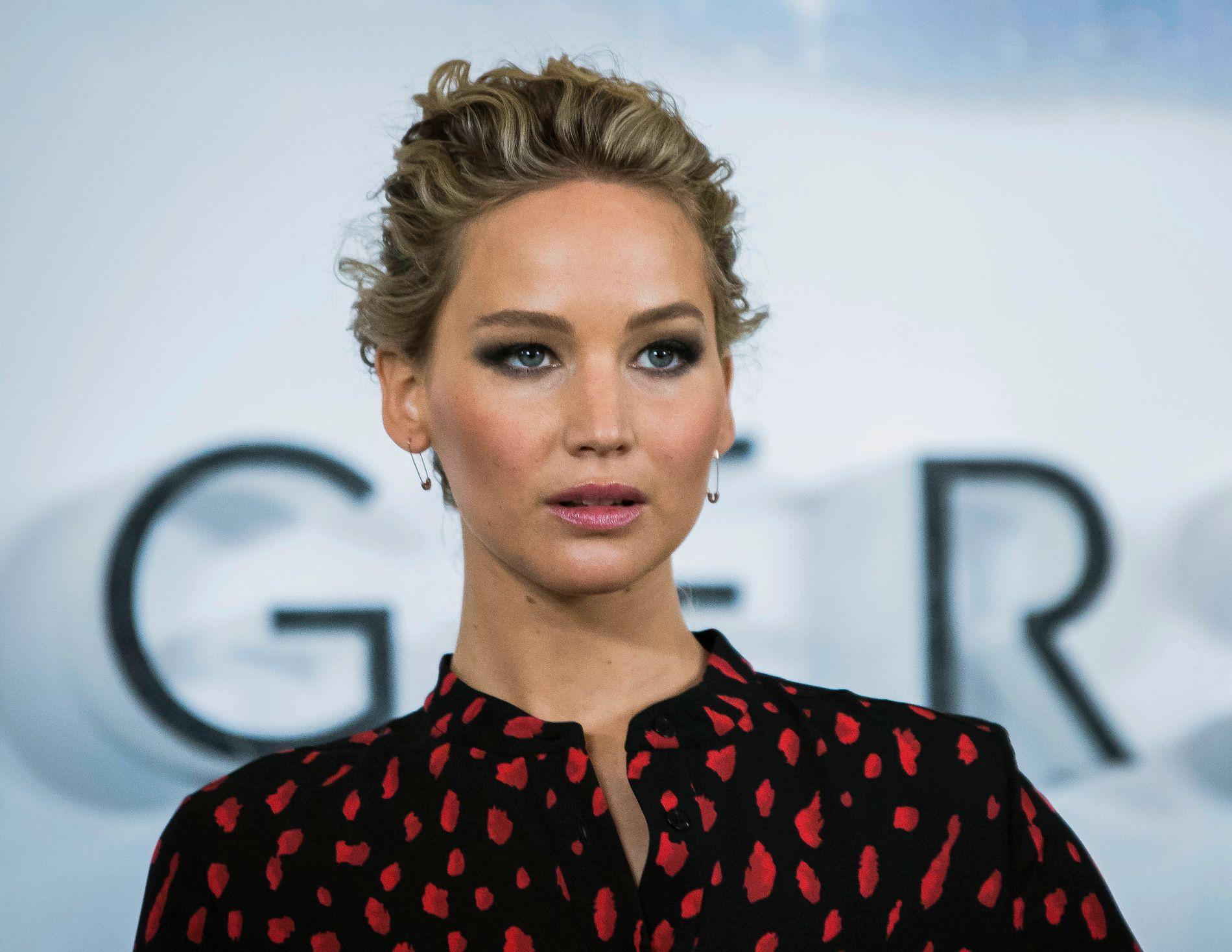 GIKK BRA: Til tross for dobbel motorsvikt, gikk det bra da Jennifer Lawrence måtte gjennom en nødlanding lørdag. Her er hun på presseturné for «Passengers» i London i desember.
