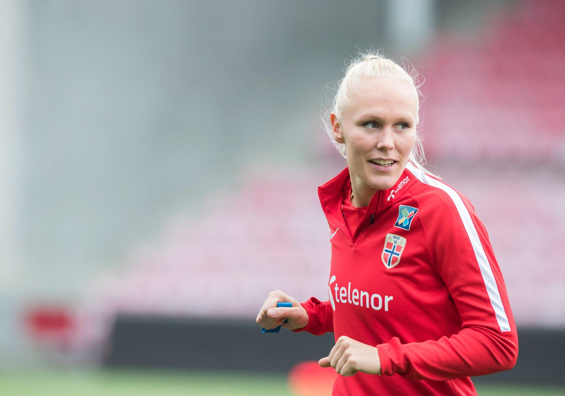 KASTET RETT INNPÅ: Maria Thorisdottir debuterte med å vinne 6-0 mot Bristol.