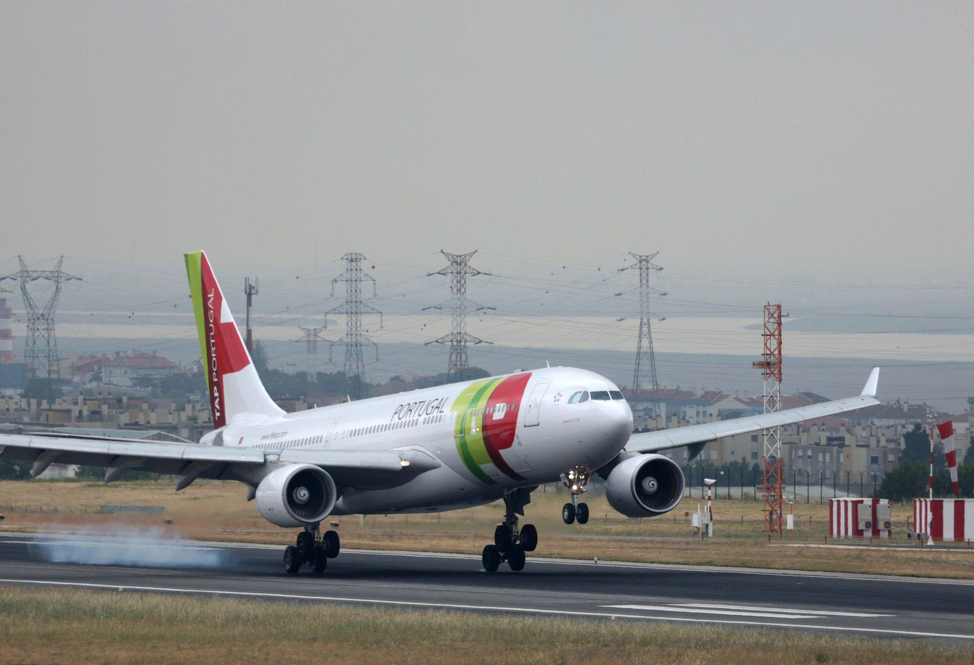 SAMME SELSKAP: Det var et fly fra statseide TAP Air Portugal som fikk startforbud. Dette bildet er av en flight fra Recife i Brasil som lander i Lisboa i juni 2015.