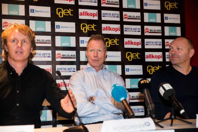 NY VIF-SJEF: Roy Johansen (i midten) ble presentert som ny Vålerenga-trener onsdag. Til venstre kommende sportssjef Espen Knutsen. Breddesjef Stig Johansen sitter på motsatt side.
