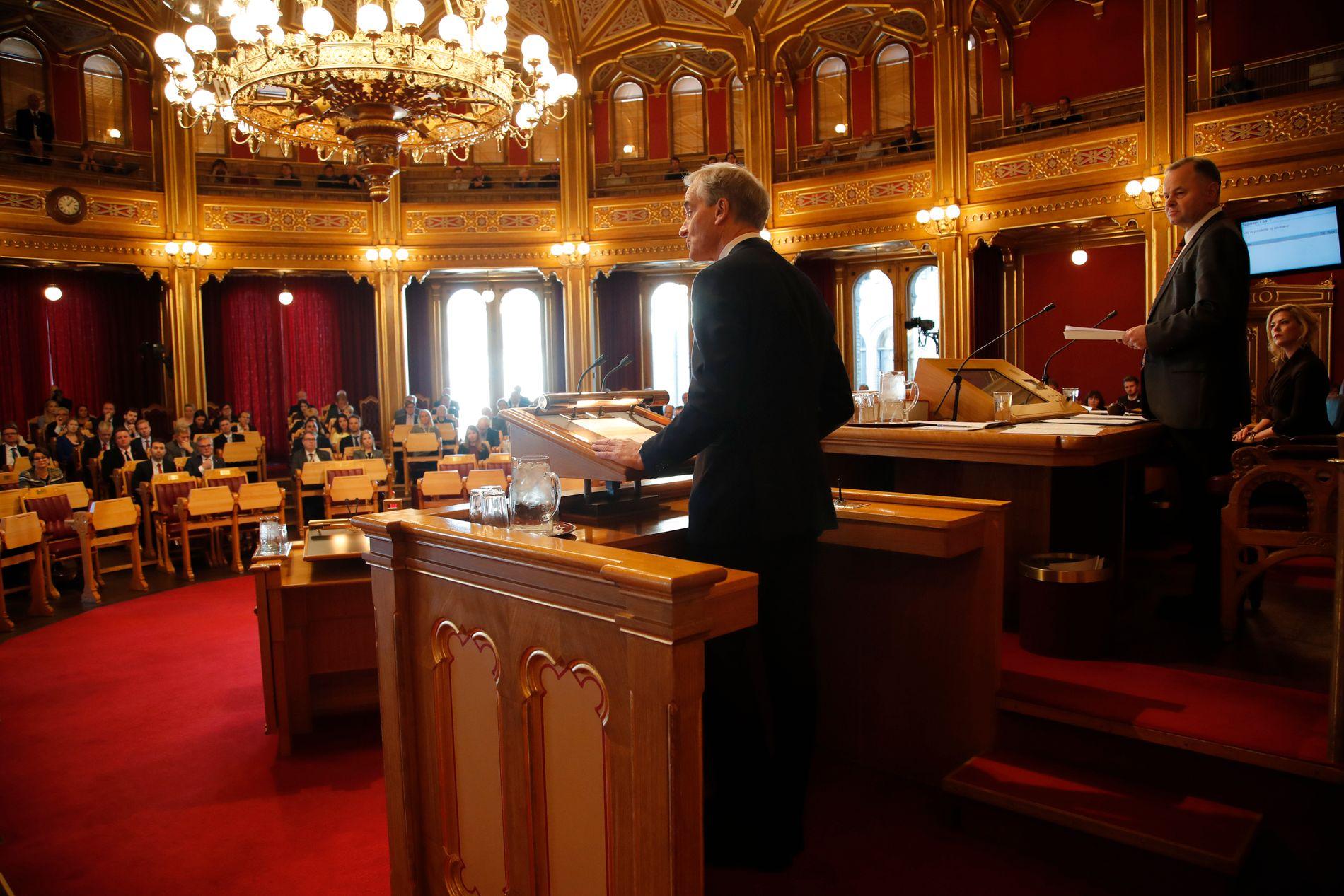 IMOT: Jonas Gahr Støre (Ap) understreket at de vanligvis stiller seg bak den kandidaten som det er flertall for, men at de ikke ville støtte Olemic Thommessen (H). Til høyre, Olemic Thommessen.