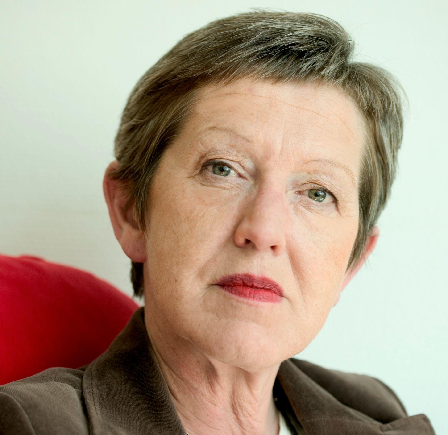 KRITISK: Tove Smaadahl er leder i Krisesentersekretariatet.