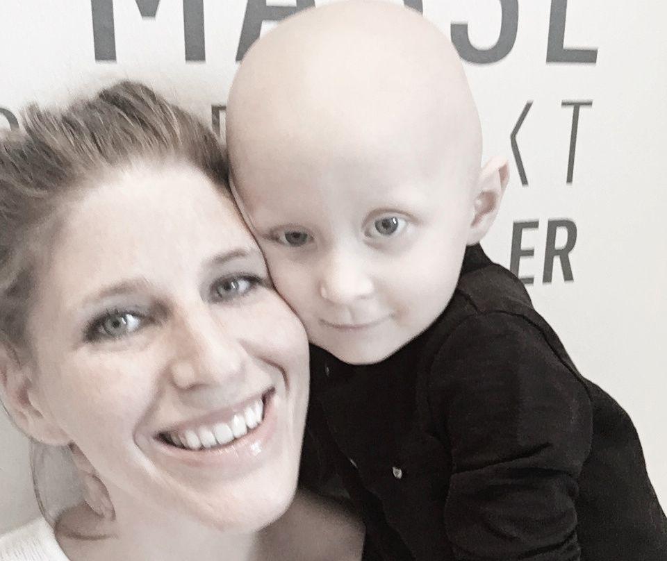 MISTET: Mamma Hilde Marie Svenningsen setter pris på at Tobias Gundersens (3) kan utgjøre en forskjell for andre kreftsyke barn.