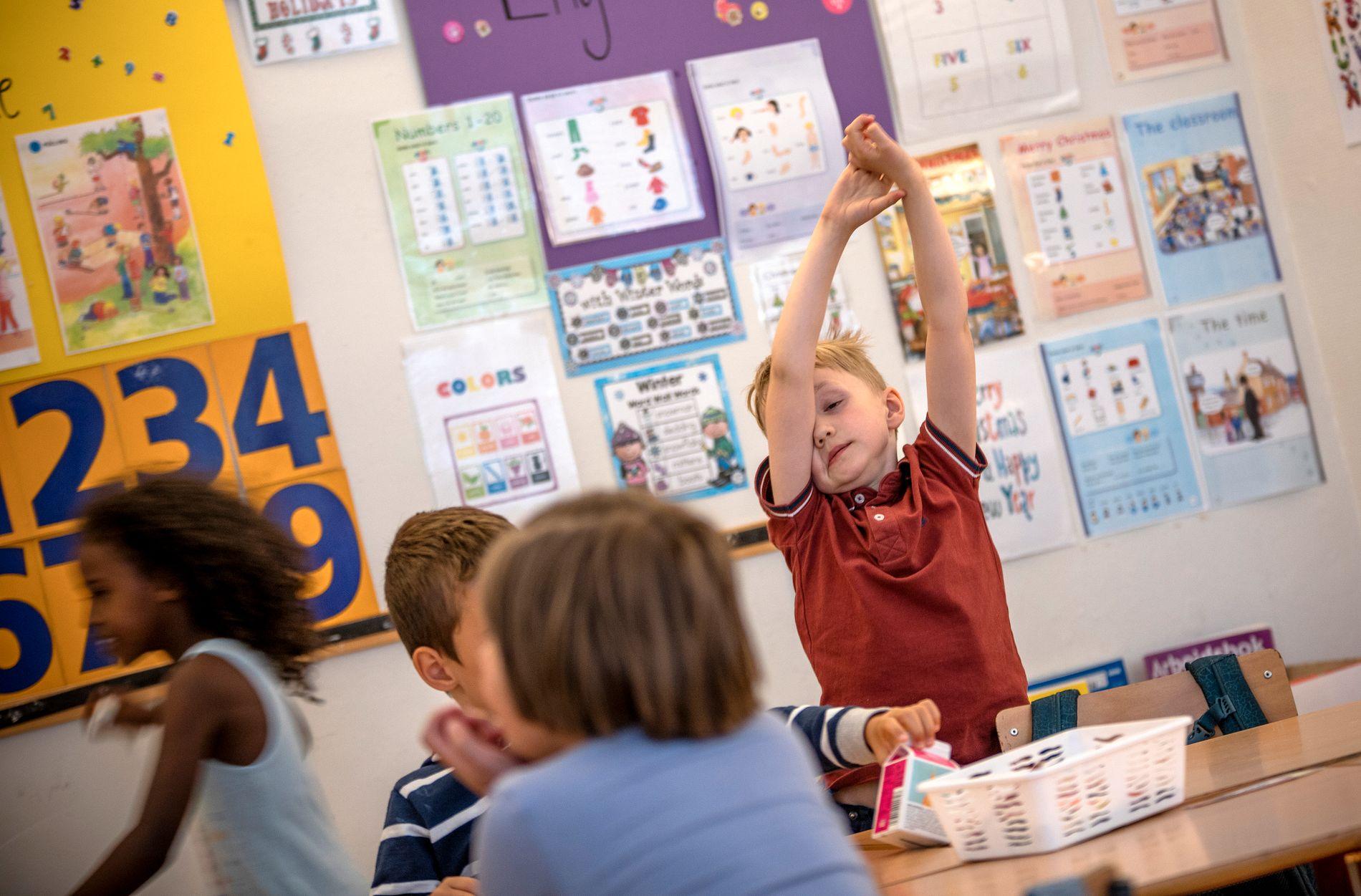 I KLASSEROMMET: Det kan være vanskelig å holde fokus i en hel skoletime. Her fra klasse 1a på Hønefoss skole.