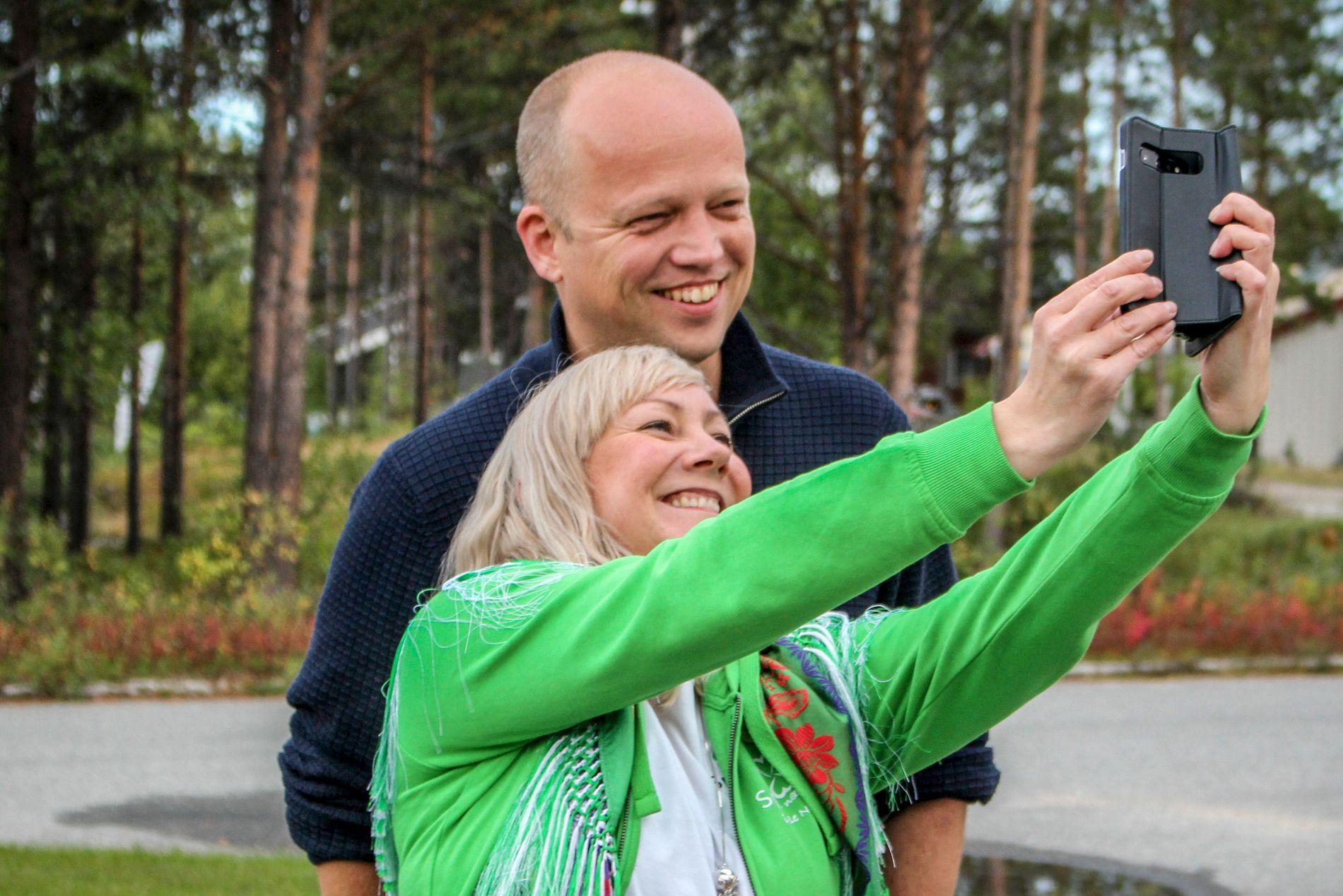 PARTILEDER-SELFIE: Blir Toril Eriksen Balto ordfører i Karasjok, vil hun først se til Karasjoklista, Flyttsamelista og Samefolkets parti for samarbeid – fremfor Ap.