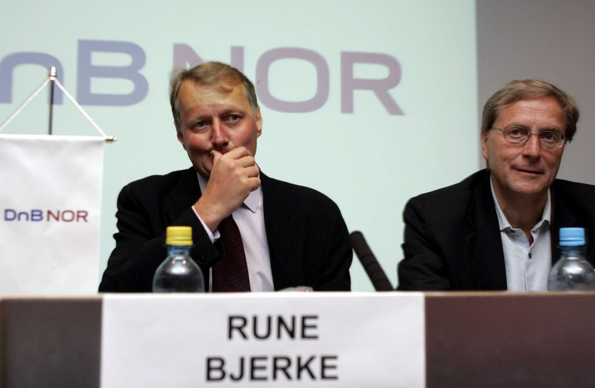 SJEFEN: Rune Bjerke (t.v.) ble presentert som ny konsernsjef i DNB sommeren 2006. Her er han sammen med tidligere konsernsjef, Svein Aaser.