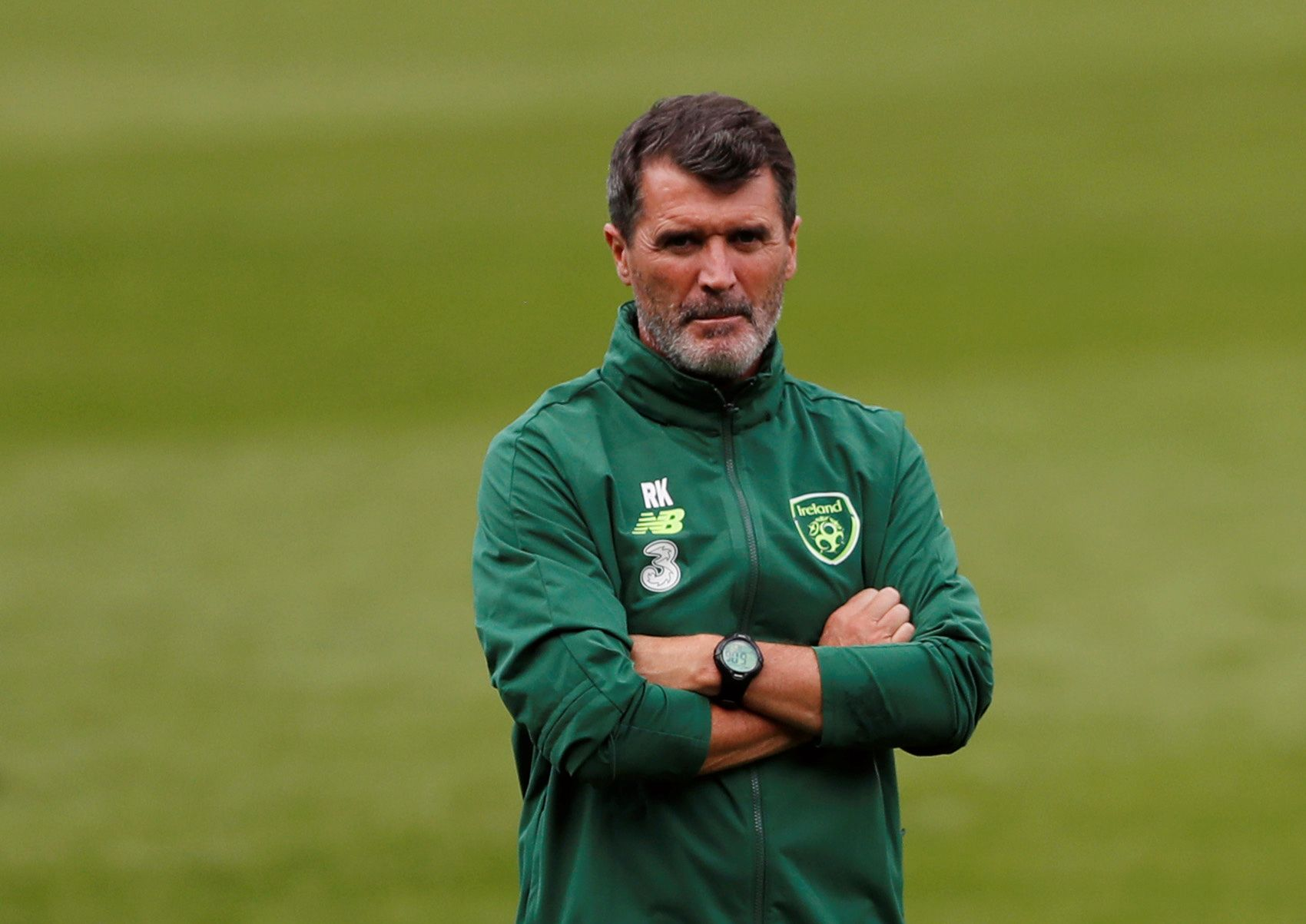 SLENGER MED LEPPEN: Irlands assistenttrener Roy Keane er ikke kjent for å legge noe mellom når han uttaler seg.