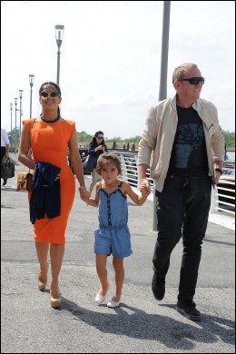 FAMILIESTUND: Her er Salma Hayek med sin ektemann, Francois-Henri Pinault, og hennes lille datter, Valentina Pinault. De tre er avbildet på filmfestivalen i Venezia i september Foto: FilmMagic