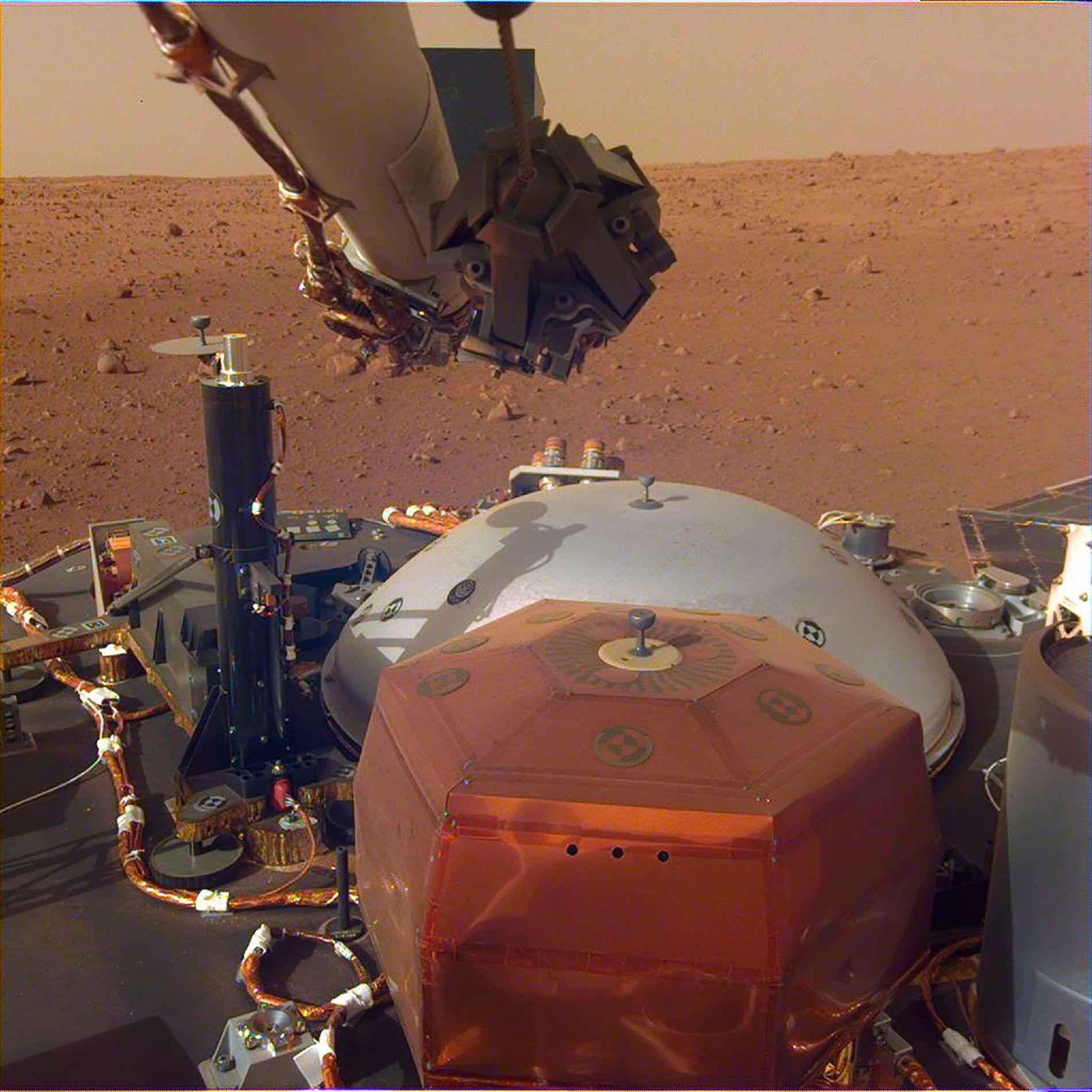 PÅ MARS: Romsonden Insight har landet på Mars, hvor de skal gjøre en rekke undersøkelser av den røde planeten.