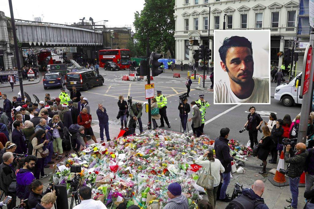 ÅSTED: Blomster lagt ned på et sted sør for London Bridge etter terrorangrepet i byen i helgen. Torsdag ble Alexandre Pigeard (øverst til høyre) identifisert som et av ofrene.